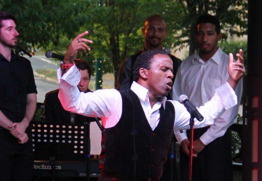 sean-mcleod-singing-htfmf